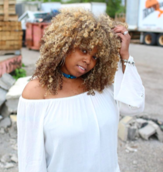 CURLYFEATURE – MEET Whitney
